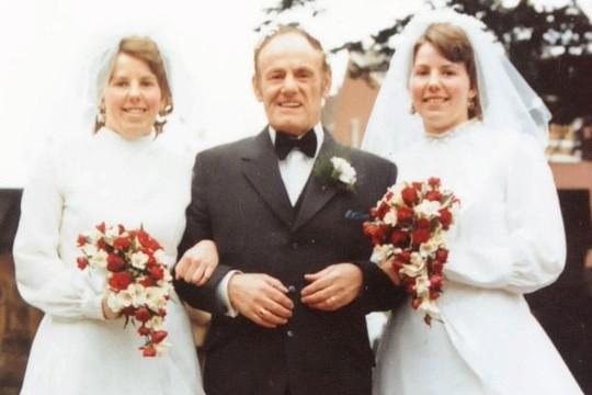 Cặp song sinh kết hôn và chôn cất chồng cùng 1 ngày ảnh 2