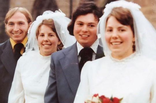 Cặp song sinh kết hôn và chôn cất chồng cùng 1 ngày ảnh 1