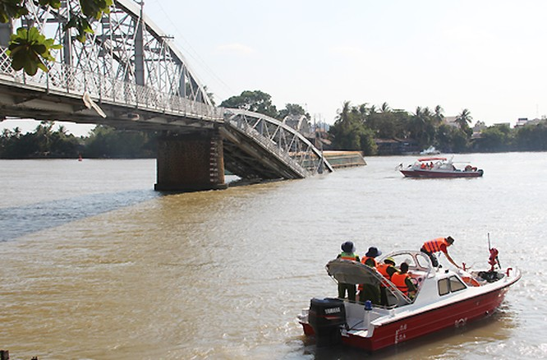 """Cập nhật sập cầu Ghềnh: """"Xác định không có người đi trên cầu rớt xuống sông mất tích"""" ảnh 2"""