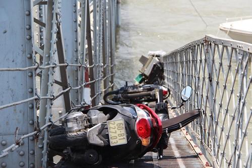 """Cập nhật sập cầu Ghềnh: """"Xác định không có người đi trên cầu rớt xuống sông mất tích"""" ảnh 1"""