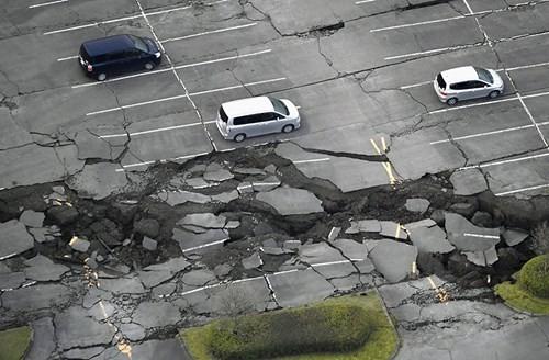 Cảnh tượng như tận thế sau động đất Nhật Bản ảnh 5
