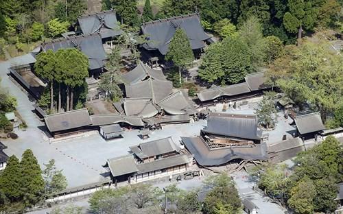 Cảnh tượng như tận thế sau động đất Nhật Bản ảnh 2