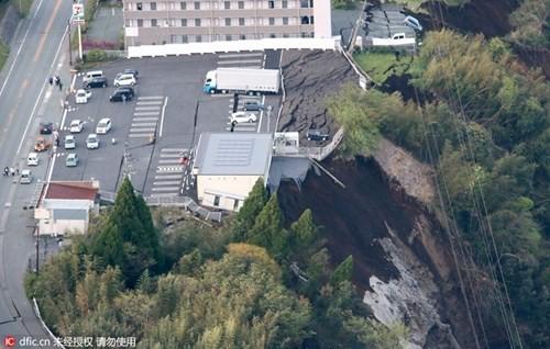 Cảnh tượng như tận thế sau động đất Nhật Bản ảnh 4
