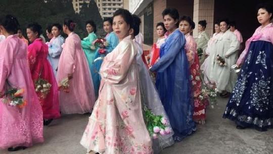 """Thực hư """"Đội giải trí trinh nữ"""" ở Triều Tiên ảnh 1"""