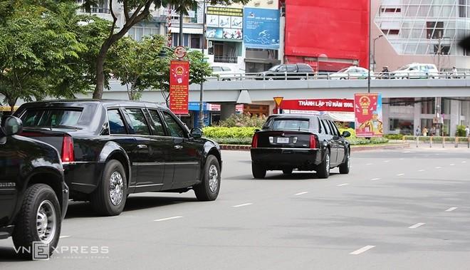 Limousine The Beast của Tổng thống Obama xuống phố Sài Gòn ảnh 8