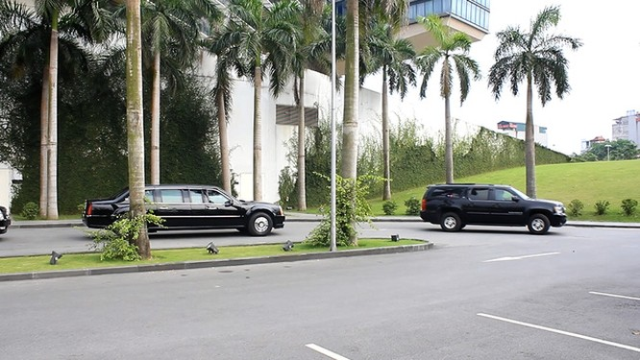 Đoàn xe đón ông Obama đã rời khách sạn đến Sân bay Nội Bài ảnh 7