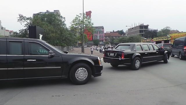 Đoàn xe đón ông Obama đã rời khách sạn đến Sân bay Nội Bài ảnh 8
