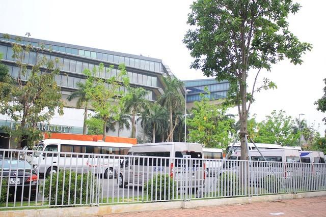 Đoàn xe đón ông Obama đã rời khách sạn đến Sân bay Nội Bài ảnh 10
