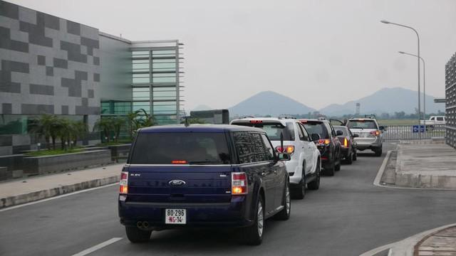 Đoàn xe đón ông Obama đã rời khách sạn đến Sân bay Nội Bài ảnh 14