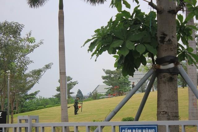 Đoàn xe đón ông Obama đã rời khách sạn đến Sân bay Nội Bài ảnh 9