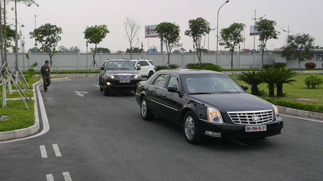 Đoàn xe đón ông Obama đã rời khách sạn đến Sân bay Nội Bài ảnh 13