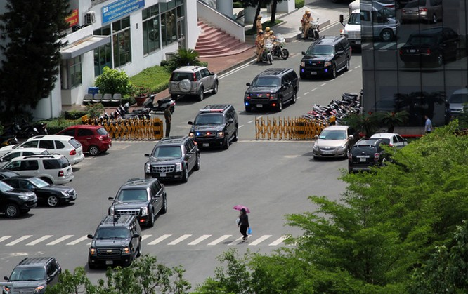 Limousine The Beast của Tổng thống Obama xuống phố Sài Gòn ảnh 5