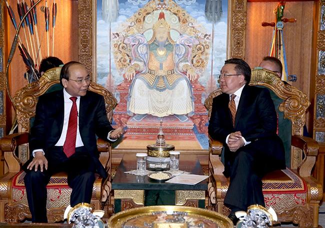Thủ tướng Nguyễn Xuân Phúc hội đàm với Thủ tướng và hội kiến với Tổng thống Mông Cổ ảnh 1