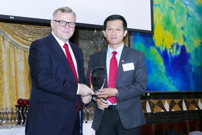 Có hay không chuyện ngân hàng Việt đi mua giải thưởng quốc tế? ảnh 3