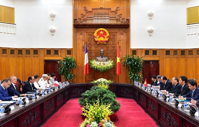 Thủ tướng Nguyễn Xuân Phúc hội kiến Tổng thống Pháp ảnh 1