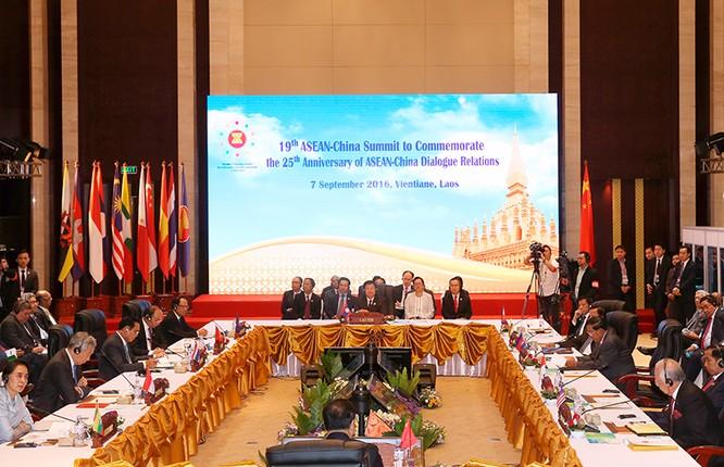 Thủ tướng phát biểu về biển Đông tại các Hội nghị cấp cao giữa ASEAN với Trung Quốc, Nhật Bản ảnh 1