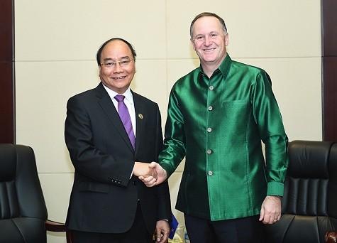 Thủ tướng Nguyễn Xuân Phúc hội kiến với Thủ tướng Nhật Bản và Thủ tướng New Zealand ảnh 1
