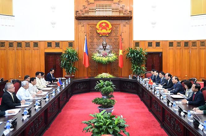 Thủ tướng Nguyễn Xuân Phúc hội kiến Tổng thống Philippines Rodrigo Duterte ảnh 1
