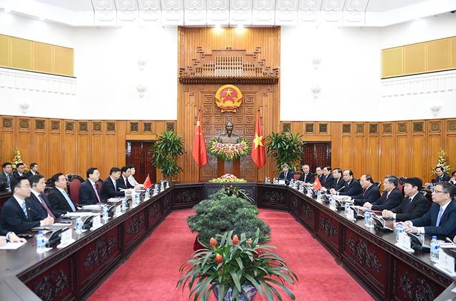 Thủ tướng hội kiến Ủy viên Thường vụ Bộ Chính trị Trung Quốc Trương Đức Giang ảnh 1
