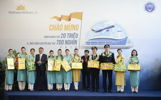 Vietnam Airlines đón hành khách thứ 20 triệu, VATM đón chuyến bay thứ 700 nghìn ảnh 1