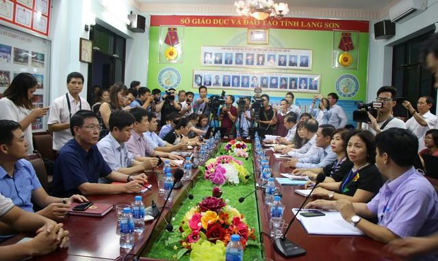 Toàn cảnh buổi họp báo tại Sở GD&ĐT Lạng Sơn chiều tối 21/7