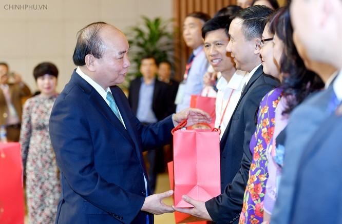 Thủ tướng: Người thầy phải 'gieo mầm' những phẩm chất tốt đẹp ảnh 2