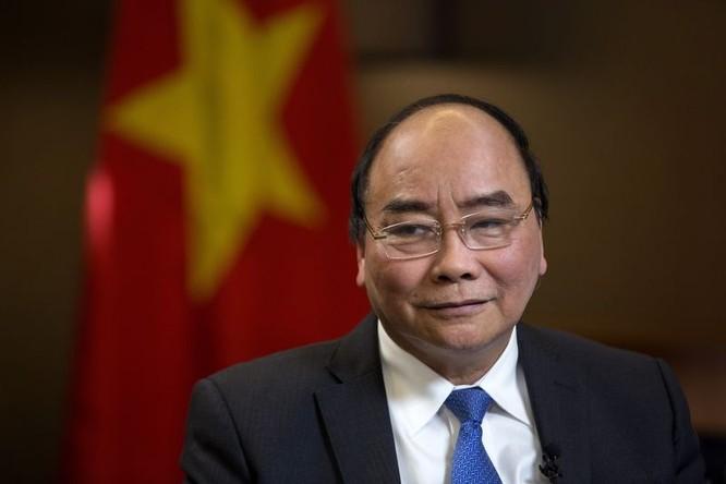Thủ tướng Chính phủ Nguyễn Xuân Phúc trong cuộc phỏng vấn với Bloomberg TV. (Nguồn: Bloomberg)