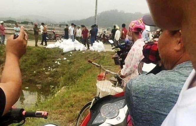 Bắt 3 người tháo chạy bỏ gần 1 tấn nghi là ma túy ở Nghệ An - ảnh 1