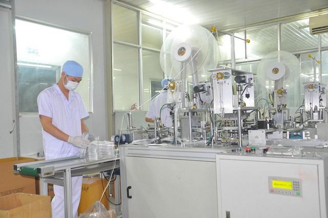 70% màng lọc kháng khuẩn nhập khẩu từ Trung Quốc, có hay không nguy cơ thiếu nguyên liệu sản xuất tại các công ty khẩu trang? - Ảnh 1.