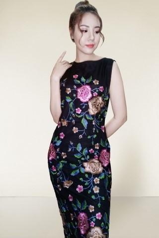 mẫu trang phục váy hoa lá
