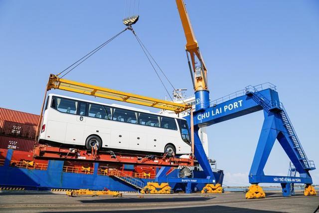 Thaco xuất khẩu hơn 200 ô tô và linh kiện trong ngày ra quân đầu năm Tân Sửu ảnh 1