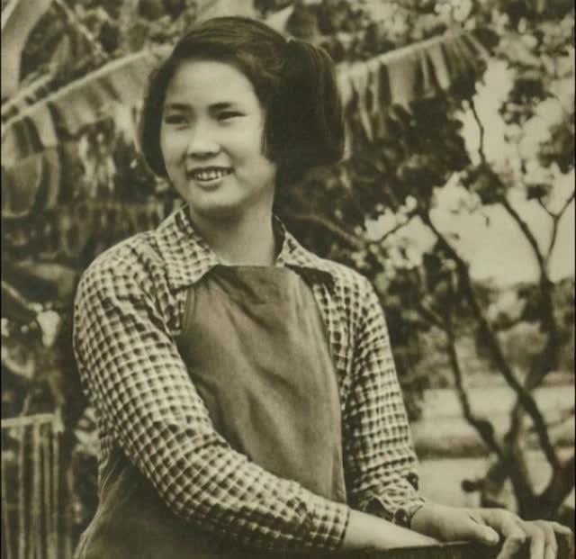"""Bà lão HUYỀN THOẠI nhất Trung Quốc: 18 năm ngồi tù, chồng bỏ con mất, 71 tuổi ra tù làm nhân viên dọn nhà vệ sinh, """"lội ngược dòng"""" trở thành tỷ phú ở tuổi 81 ảnh 2"""