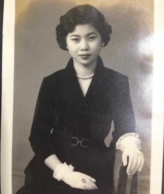 """Bà lão HUYỀN THOẠI nhất Trung Quốc: 18 năm ngồi tù, chồng bỏ con mất, 71 tuổi ra tù làm nhân viên dọn nhà vệ sinh, """"lội ngược dòng"""" trở thành tỷ phú ở tuổi 81 ảnh 3"""