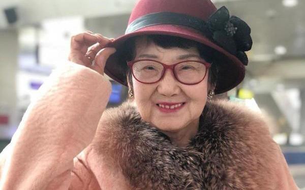 """Bà lão HUYỀN THOẠI nhất Trung Quốc: 18 năm ngồi tù, chồng bỏ con mất, 71 tuổi ra tù làm nhân viên dọn nhà vệ sinh, """"lội ngược dòng"""" trở thành tỷ phú ở tuổi 81 ảnh 1"""