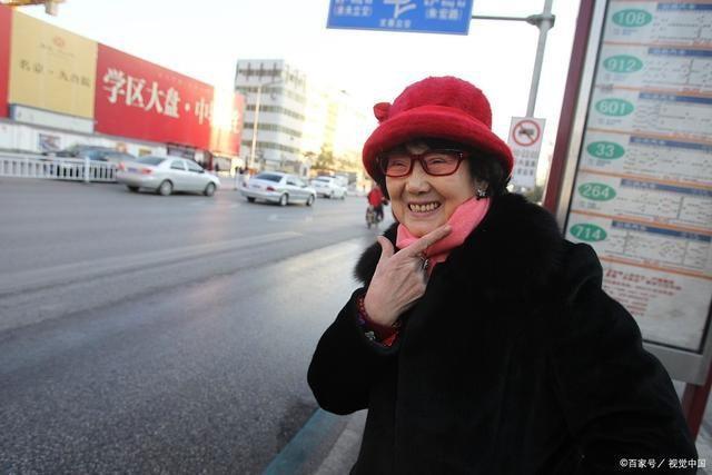 """Bà lão HUYỀN THOẠI nhất Trung Quốc: 18 năm ngồi tù, chồng bỏ con mất, 71 tuổi ra tù làm nhân viên dọn nhà vệ sinh, """"lội ngược dòng"""" trở thành tỷ phú ở tuổi 81 ảnh 5"""