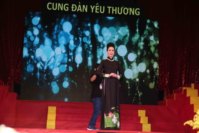 Diễn viên Lý Hương, đại gia Hoàng Kiều chung tay vì trẻ nghèo ảnh 1