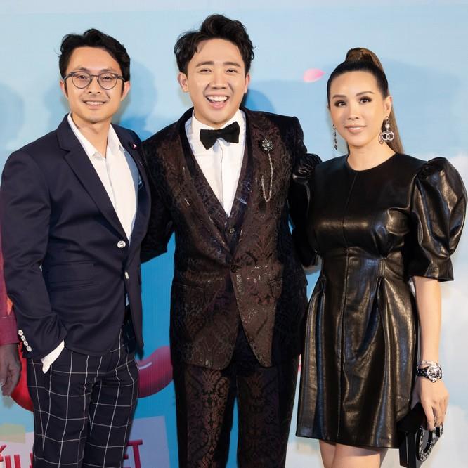 Hoa hậu Thu Hoài nắm chặt tay bạn trai doanh nhân đến gặp Trấn Thành ảnh 6