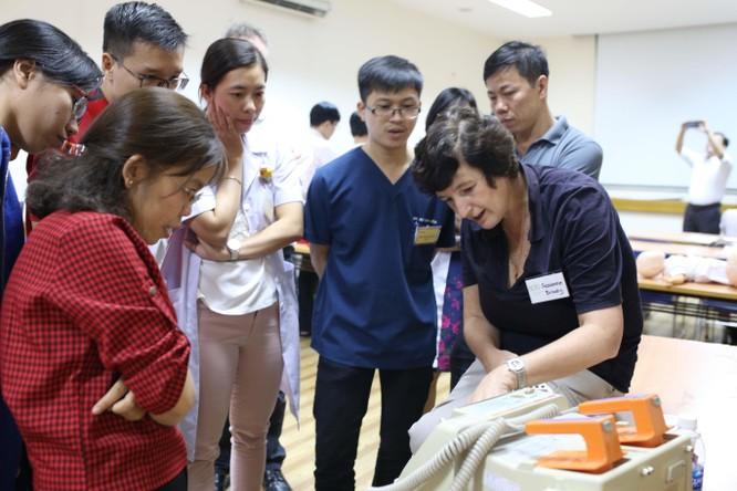 9 chuyên gia hàng đầu Úc hỗ trợ bác sĩ Nhi Đồng 1 nâng cao kỹ năng cấp cứu ảnh 7