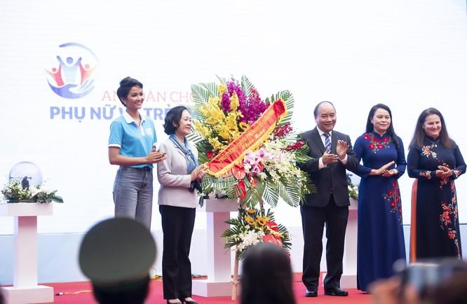 Hoa hậu H'Hen Niê kêu gọi chung tay vì phụ nữ và trẻ em gái ảnh 2