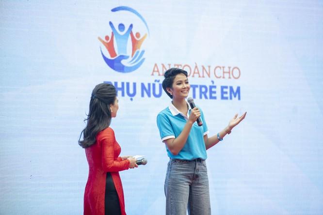 Hoa hậu H'Hen Niê kêu gọi chung tay vì phụ nữ và trẻ em gái ảnh 1