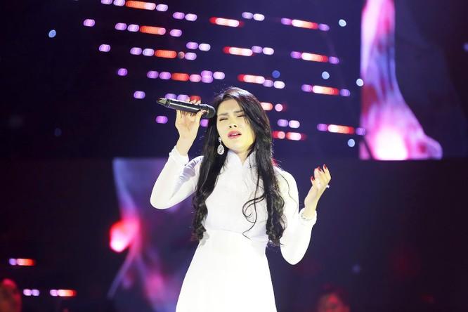 """Tê tái """"Khóc thầm"""" Tình Bolero, Lily Chen vượt lên đầu bảng nghệ sĩ ảnh 2"""