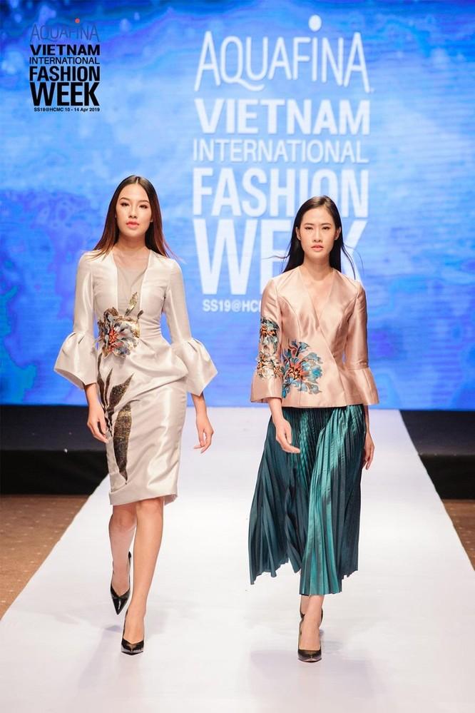Huyền thoại thời trang Hàn Quốc – Lie Sang Bong đến Sài Gòn ảnh 2