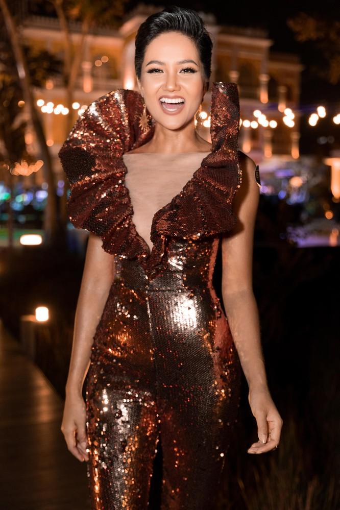 Hoa hậu H'Hen Niê bất ngờ diện chiếc váy từng gây tranh cãi tại Miss Universe ảnh 4