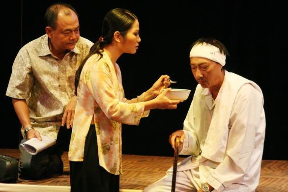 Nghệ sĩ Lê Bình trong vở