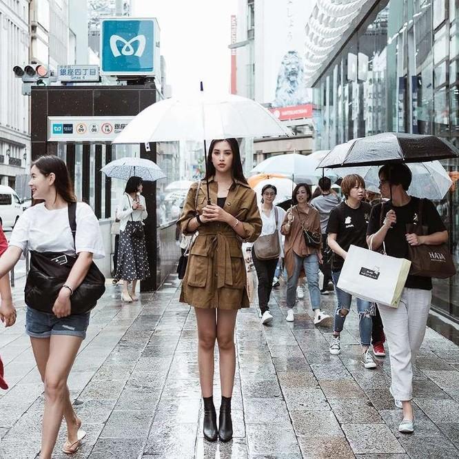 Hoa hậu Tiểu Vy khoe cá tính và thần thái trên phố Nhật ảnh 4