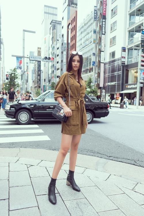 Hoa hậu Tiểu Vy khoe cá tính và thần thái trên phố Nhật ảnh 5
