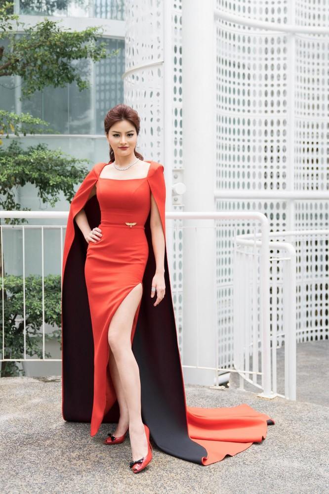 Thí sinh và giám khảo Hoa hậu Hoàn vũ đua nhau khoe sắc ảnh 4