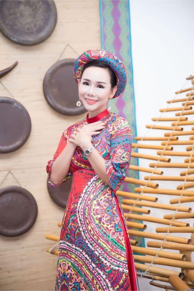 """""""Bà già"""" Thúy Nga sóng đôi """"đọ sắc"""" Đại sứ Trương An Xinh ảnh 13"""