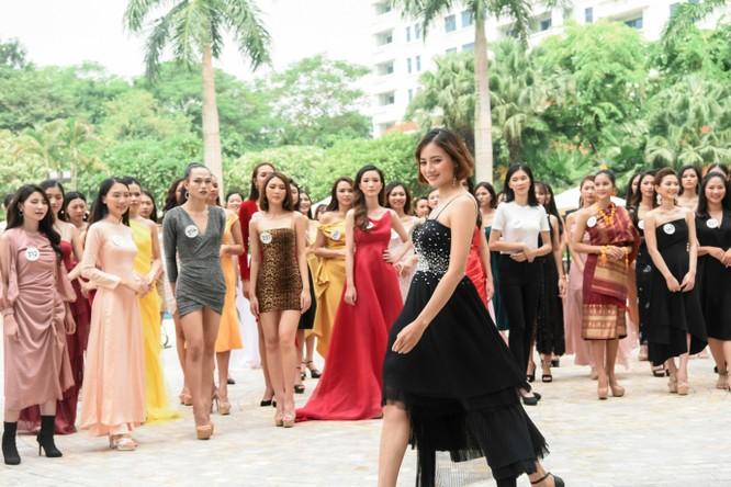 Thí sinh Hoa hậu Hoàn vũ đẹp lộng lẫy đua sắc với BGK ảnh 6