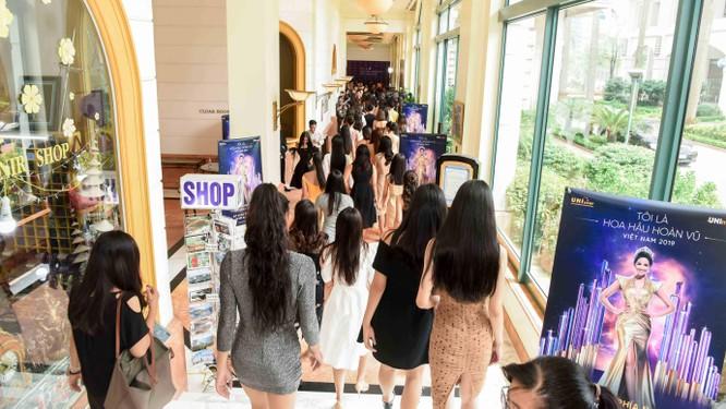 Thí sinh Hoa hậu Hoàn vũ đẹp lộng lẫy đua sắc với BGK ảnh 8